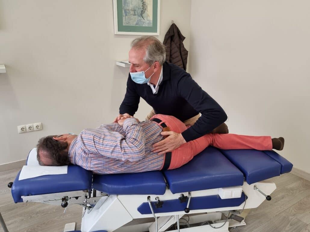 El ajuste quiropráctico te hará mejorar de tu migraña